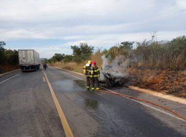 Motorista morre carbonizado em acidente na BR-251, em Grão Mogol - Foto: Corpo de Bombeiros/Divulgação