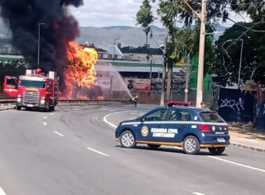 Carreta com 25 mil litros de etanol pega fogo na Avenida Babita Camargos, em Contagem - Foto: Divulgação/Guarda Civil de Contagem