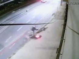Motociclista fica gravemente ferido após voa durante fuga da polícia em BH - Foto: Reprodução