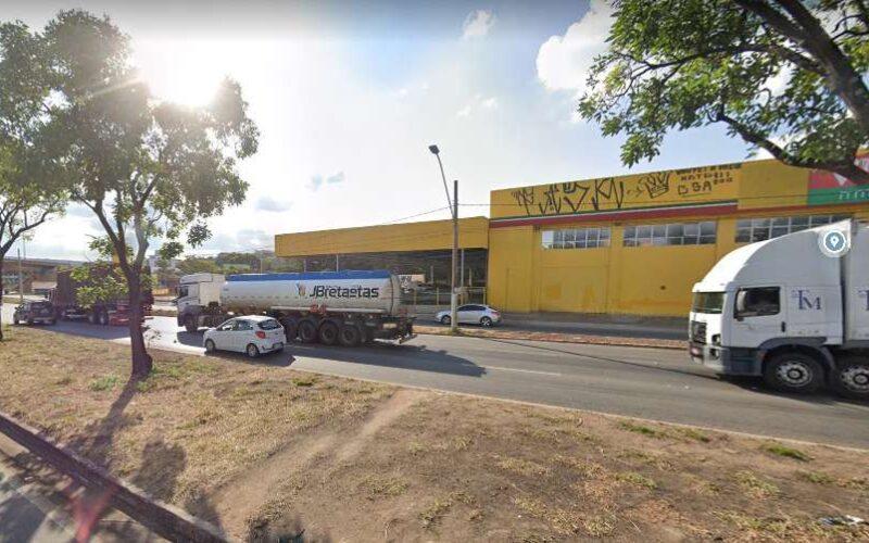 Garupa de motocicleta morre ao cair e ser atropelado por carreta na Via Expressa, em Contagem - Foto: Reprodução/Google Maps
