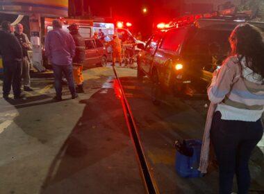 Mulher fica gravemente ferida após bater em posto de gasolina de Conselheiro Lafaiete - Foto: Divulgação/Corpo de Bombeiros