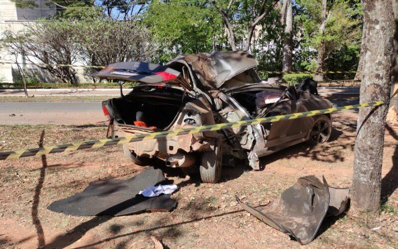 PM morre após carro invadir canteiro e bater em árvore na Avenida José Cândido da Silveira em BH - Foto: Redes Sociais