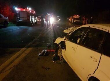 Duas pessoas morrem em acidente entre carro e motos na BR-265, em Barbacena - Foto: Corpo de Bombeiros/Divulgação