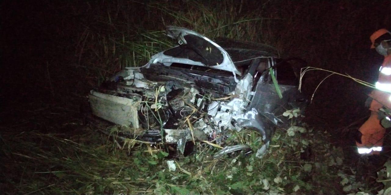 Homem morre e duas pessoas ficam feridas após batida na BR-494, em Nova Serrana - Foto: Divulgação/CBMMG