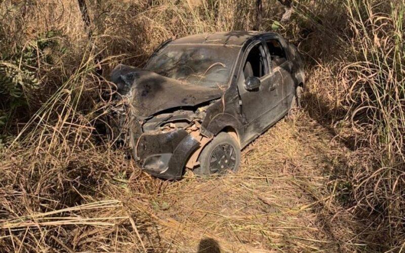 Seis pessoas ficam feridas após carro capotar na LMG-628, em Unaí - Foto: Divulgação/CBMMG