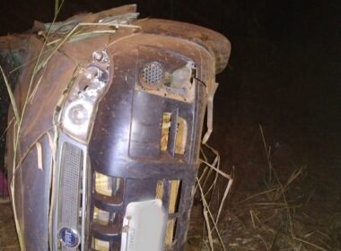 Motorista morre após caminhonete capotar na MG-190, em Monte Carmelo - Foto: Polícia Militar Rodoviária/Divulgação