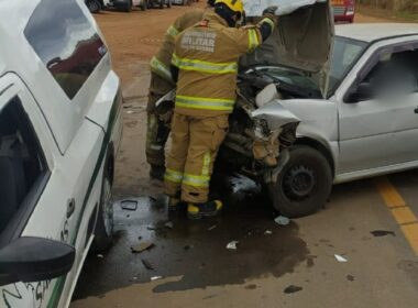Homem morre e dois ficam feridos em acidente na MG-404, em Salinas - Foto: Divulgação/CMMBG
