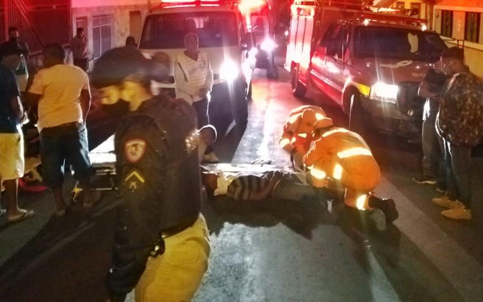 Motociclista e pedestre ficam gravemente feridos após acidente em Alfenas - Foto: Divulgação/Corpo de Bombeiros