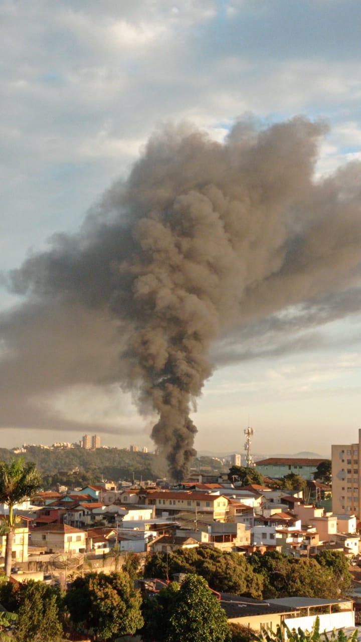 Fumaça pode ser vista longe - Foto: Divulgação/Corpo de Bombeiros