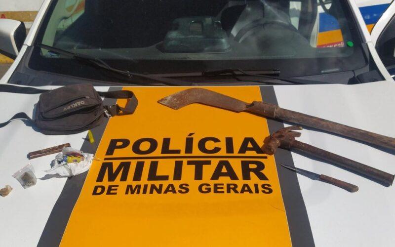 Homem é preso após tentar matar irmã e cunhado a golpes de martelo e foice em Belo Horizonte - Foto: Divulgaçaõ/PMMG