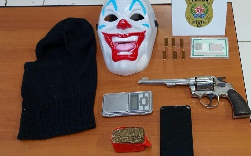 Polícia apreende arma, munições e drogas durante operação em Coronel Fabriciano - Foto: Divulgação/PCMG