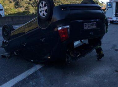 Capotamento deixa família ferida na na BR-040 em Juiz de Fora - Foto: Corpo de Bombeiros/Divulgação