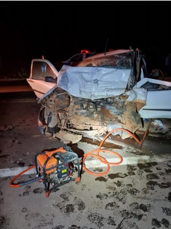 Três pessoas de uma mesma família morrem em acidente na BR-251, em Unaí - Foto: Polícia Militar/Divulgação