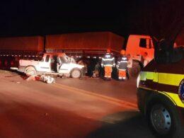 Três pessoas de uma mesma família morrem em acidente na BR-251, em Unaí - Foto: Corpo de Bombeiros/Divulgação