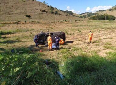 Uma pessoa morre e outra fica ferida após capotamento na MG-265, entre Muriaé e Miraí - Foto: Silvan Alves/Divulgação