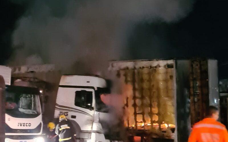 Motorista de carreta morre carbonizado em Belo Horizonte - Foto: Divulgação/CBMMG