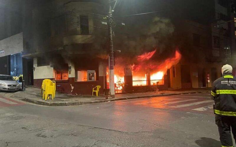 Incêndio atinge bar do Bigode, no bairro Prado, em Belo Horizonte - Foto: Divulgação/Corpo de Bombeiros
