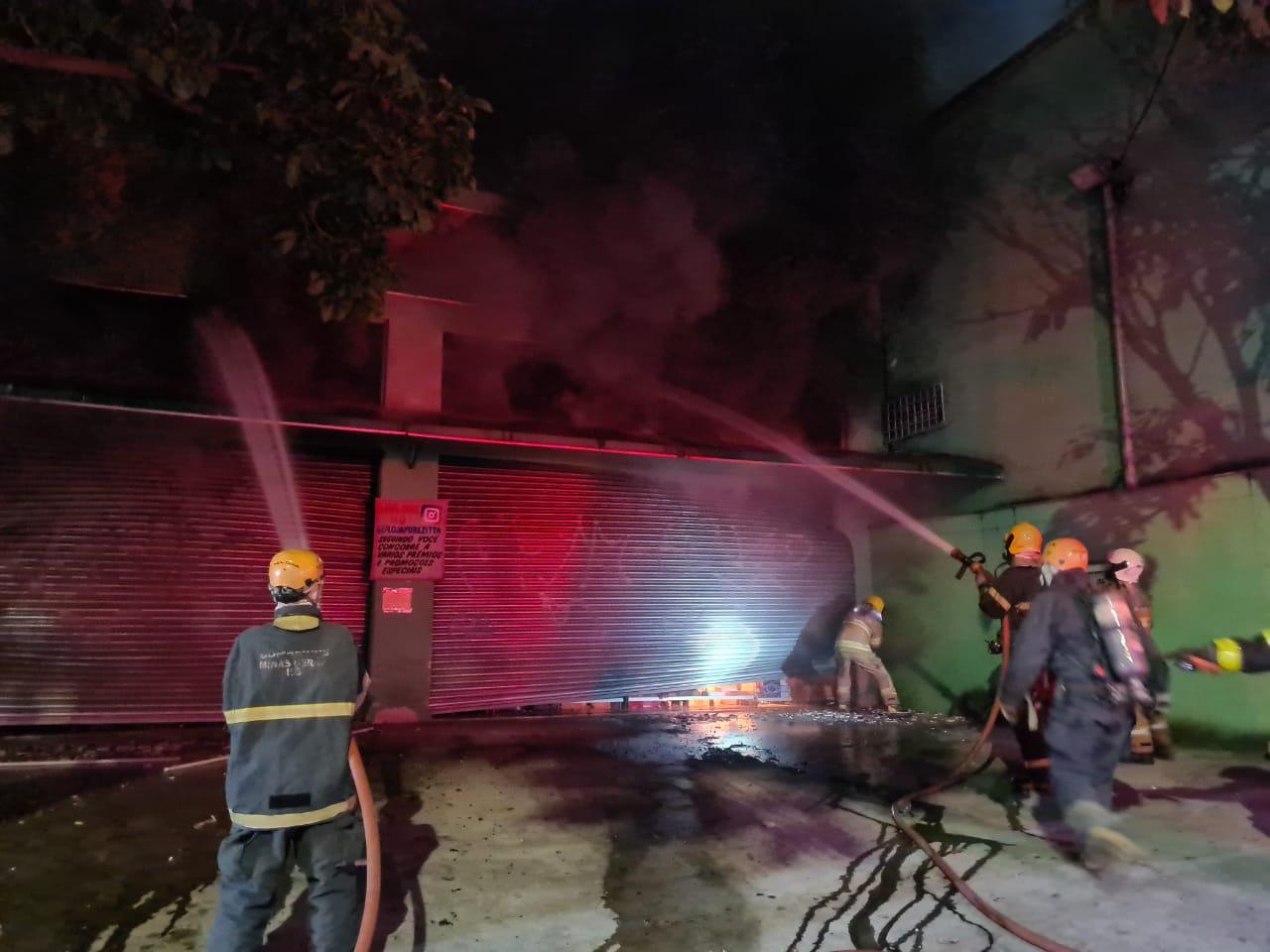 Incêndio destrói loja de utilidades e brinquedos no bairro Tupi, na Região Norte de Belo Horizonte - Foto: Divulgação/Corpo de Bombeiros