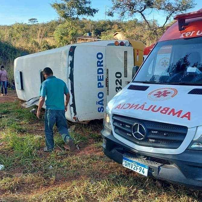 Acidente entre micro-ônibus e carreta deixa pelo menos 16 vítimas na BR 135, em Montes Claros - Foto: Reprodução/Redes Sociais