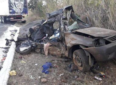 Seis pessoas morrem após batida entre caminhão e carro na BR-135, em Joaquim Felício - Foto: Reprodução/Corinto em Pauta