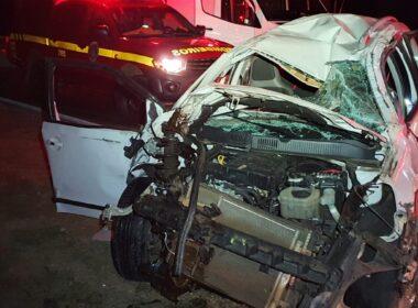 Família escapa com vida após carro ser atingido, capota e cai de ribanceira na BR-040, em Conselheiro Lafaiete - Foto: Divulgação/CBMMG