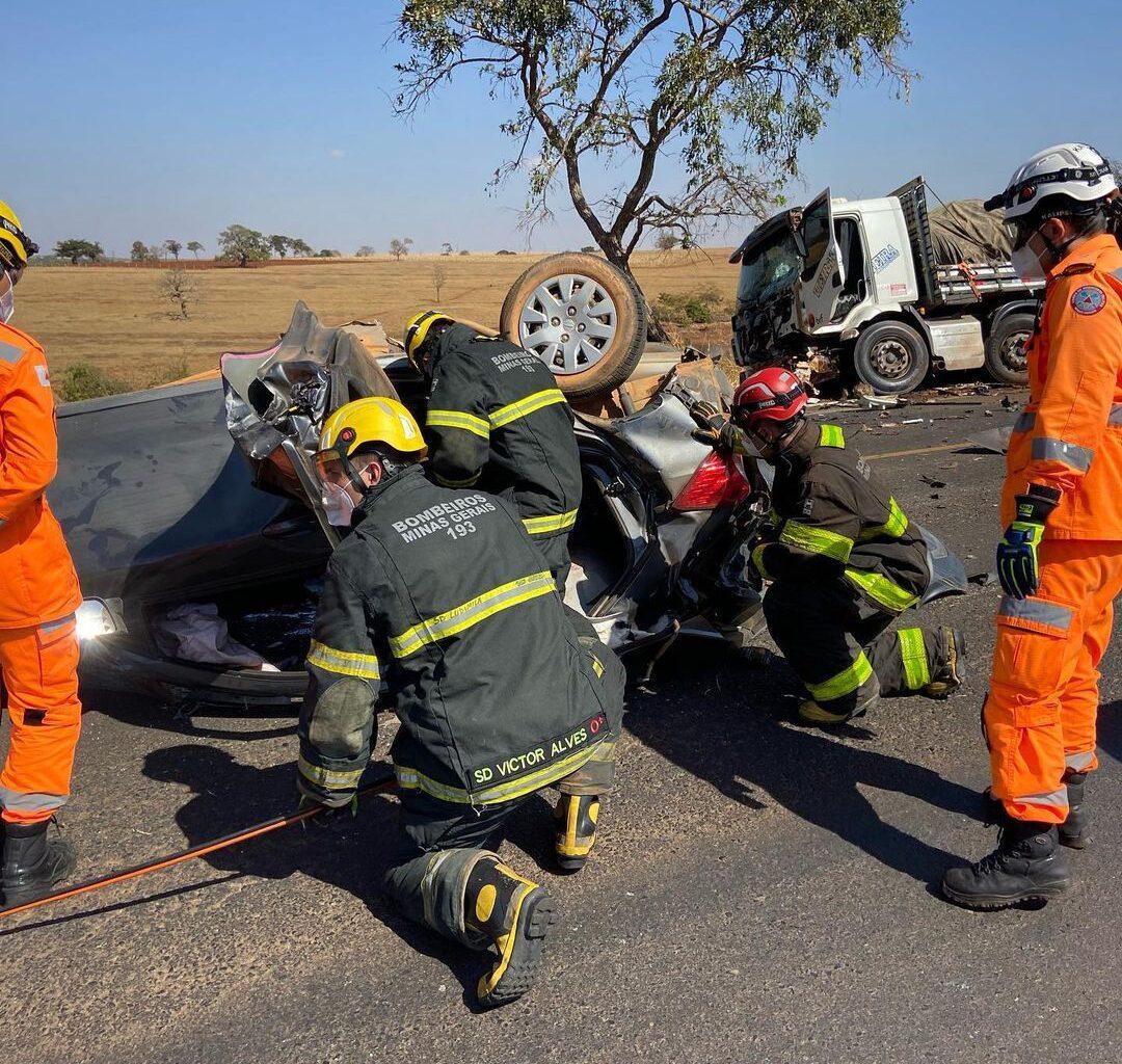 Mulher e criança morrem em acidente na BR-365, em Uberlândia - Foto: Divulgação/Corpo de Bombeiros
