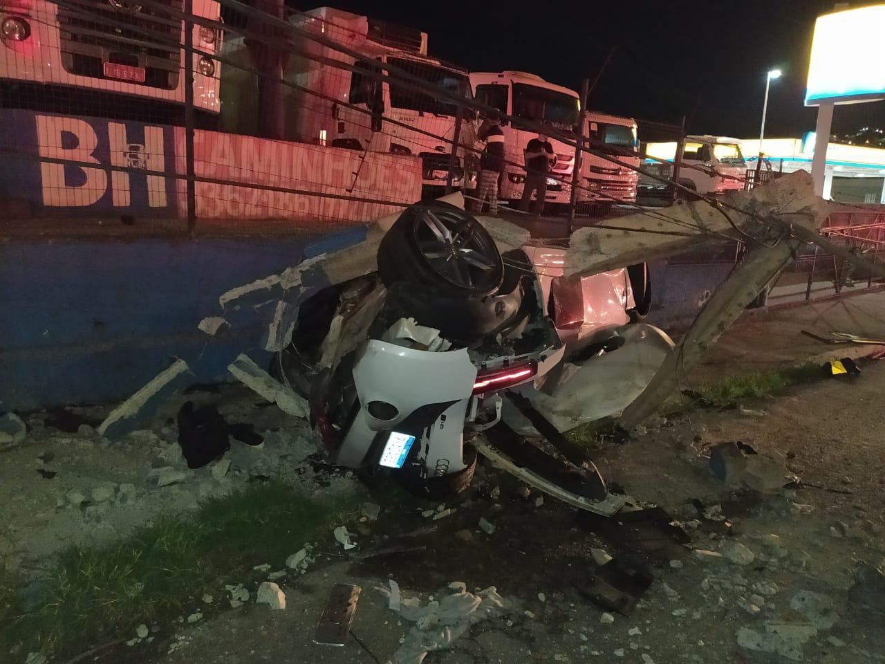 Motorista de carro de luxo morre após acidente em Contagem, na Grande BH - Foto: Divulgação/CBMMG