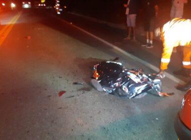 Motociclista morre após acidente com carro na BR-116, em Santa Rita de Minas - Foto: Reprodução/Redes Sociais