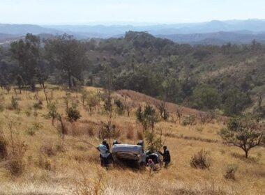 Duas mulheres ficam feridas em capotagem de carro na BR-381, em Sabará - Foto: Polícia Rodoviária Federal/Divulgação