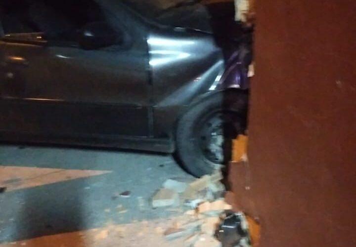 Jovem de 22 anos morre após bater carro em Santa Luzia, na Grande BH - Foto: Divulgação/Corpo de Bombeiros