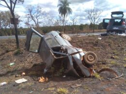 Jovem morre após acidente entre dois carros na BR-365, em Patrocínio - Foto: Corpo de Bombeiros/Divulgação