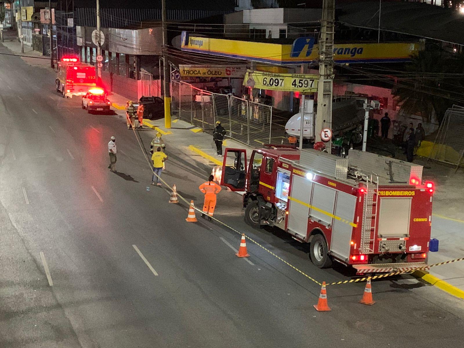 Vazamento de combustível em posto provoca interdição parcial da Cristiano Machado, em BH - Foto: Reprodução/Redes Sociais