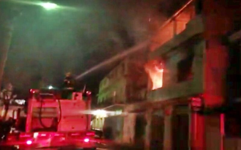 Homem é resgatado após casa pega fogo em São Lourenço - Foto: Reprodução
