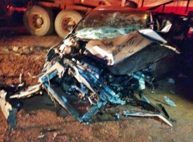Quatro pessoas ficam feridas após acidente entre entre carro e carreta na MG-184, em Alterosa - Foto: Divulgação/Corpo de Bombeiros