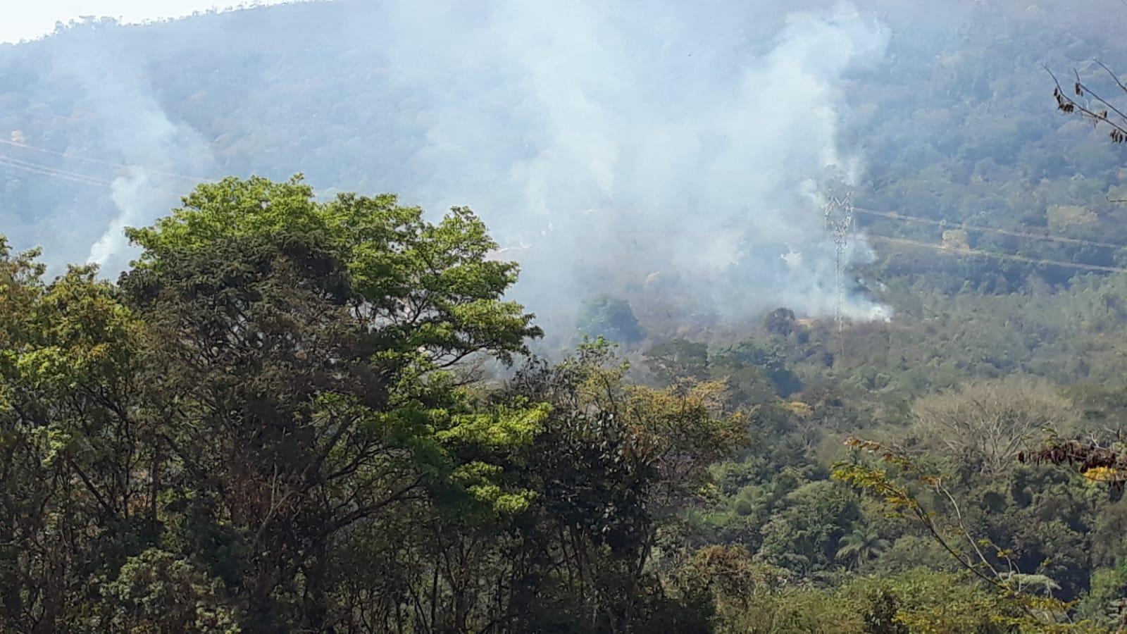 Incêndio atinge vegetação no Serra do Gandarela, em Nova Lima - Foto: Reprodução/Redes Sociais
