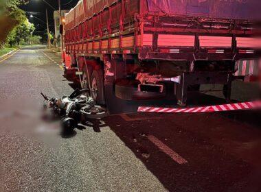 Motociclista fica gravemente ferido após acidente com caminhão, em Araguari - Foto: Divulgação/CBMMG