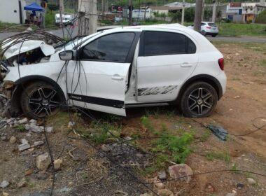 Homem foge após bater carro em poste, em Sete Lagoas - Foto: Reprodução/Redes Sociais