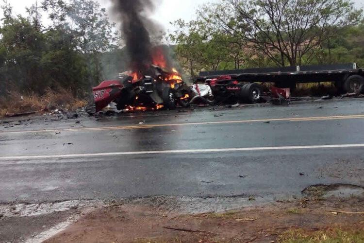 Duas pessoas morrem carbonizadas em acidente na BR-040, próximo a João Pinheiro - Foto: Divulgação