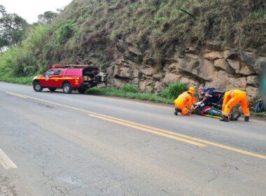 Motociclista fica ferido após acidente com caminhão na MGC-491, em Alfenas - Foto: Divulgação/CBMMG